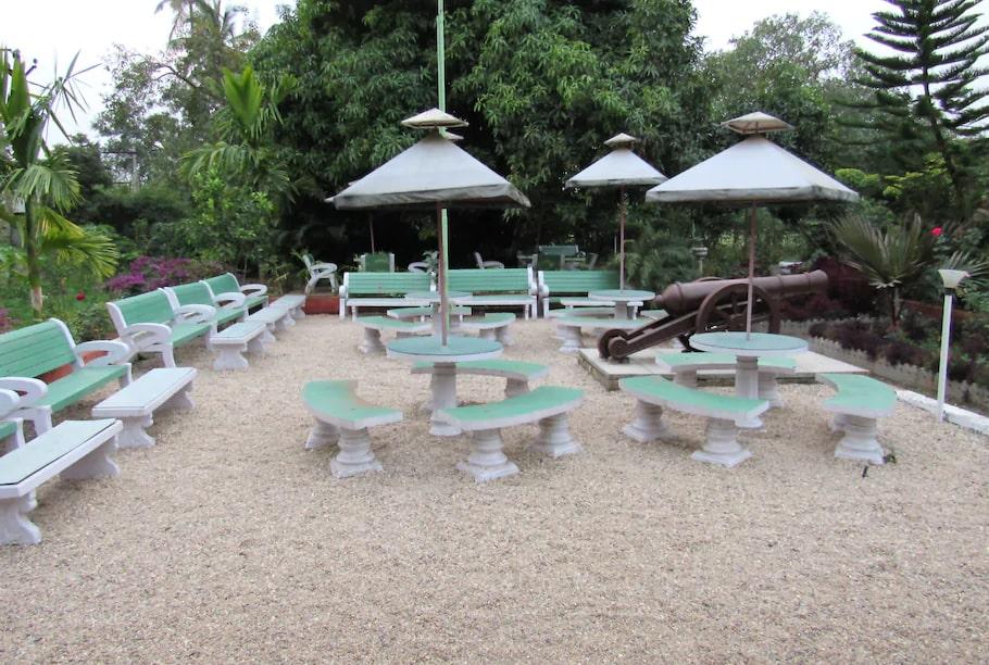anil-farmhouse-patio