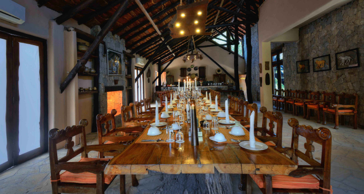 kanha-earth-lodge-dining