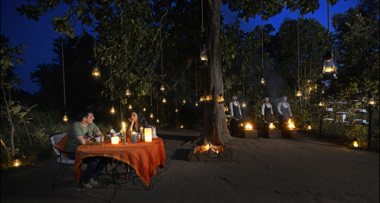 kanha-earth-lodge-dining1