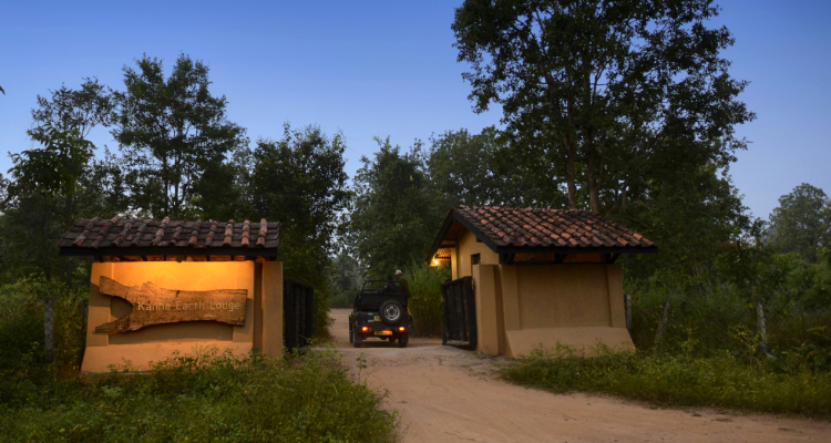 kanha-earth-lodge-entrance
