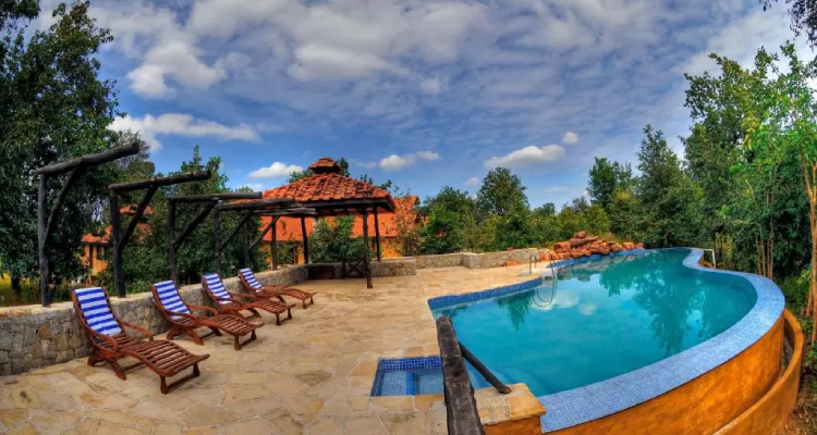 kanha-earth-lodge-pool1