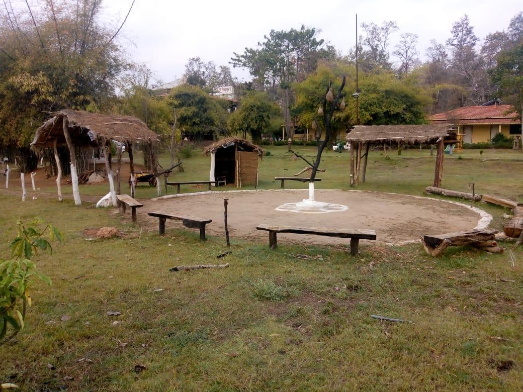 kanha-resort-patio1