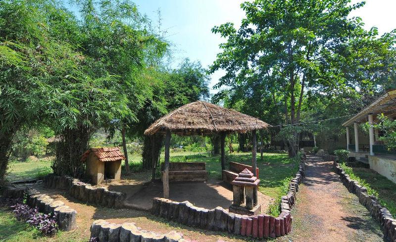 kanha-resort-patio3-min
