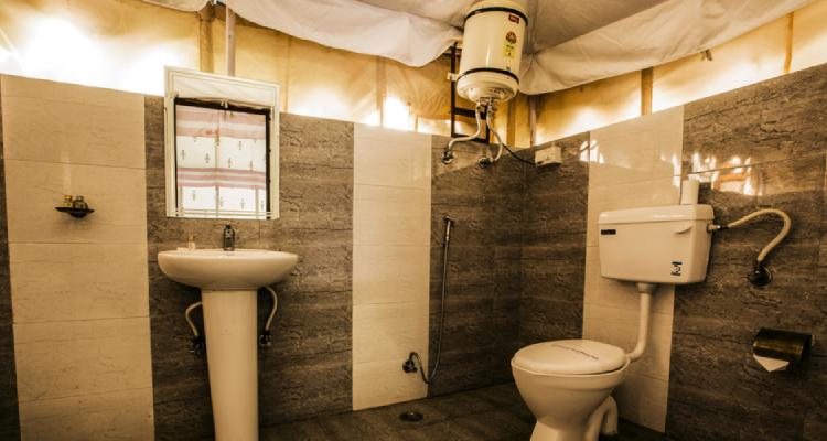 rtb-nationalresort-washroom