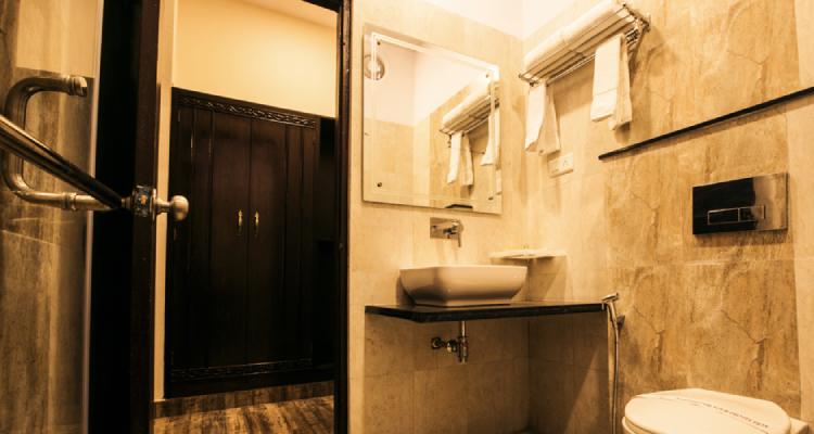 rtb-nationalresort-washroom1