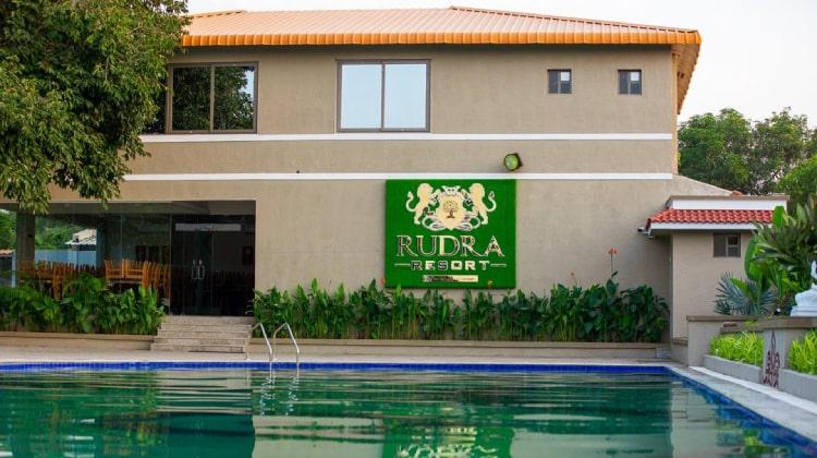 rudra-resort-swimming-pool2