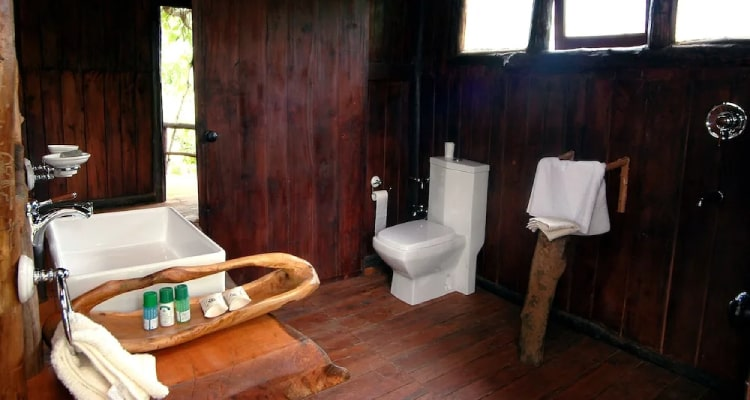 tree-house-washroom