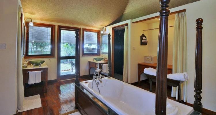 tuli-resort-washroom1
