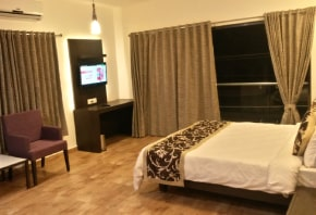 hotel-aditya-suit-room